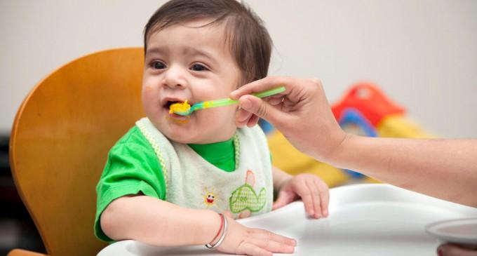 karmienie małego dziecka